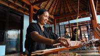 Kain tenun Sukarara menjadi andalan Lombok dalam pesatnya perkembangan industri kreatif tanah air.