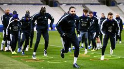 Para pemain Prancis saat mengikuti sesi latihan di Stade De France, Paris, Minggu (19/11/2018). Prancis akan mejalani laga persahabatan melawan Uruguay. (AFP/Franck Fife)