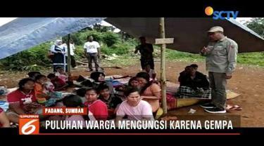 Gempa di Solok Selatan, Sumatera Barat, membuat ratusan rumah penduduk rusak sehingga warga harus mengungsi di tanah lapang.