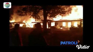 Rumah warga bekas asrama TNI ludes di lalap api di Binjai Sumatra Utara.