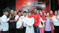 Acara itu dihadiri ratusan relawan Projo. Terlihat pula Ketua DPD Projo Jawa Timur Ir. Suhandoyo hadir di acara tersebut.