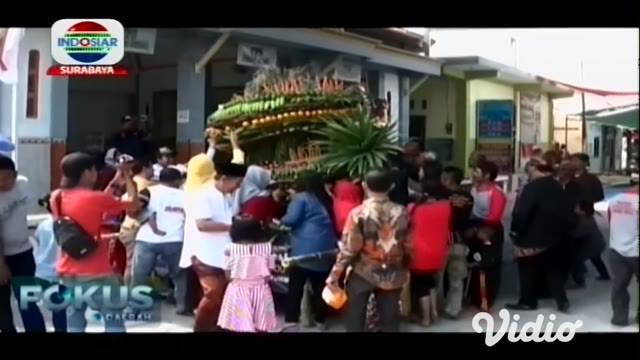 Musim panen kini menyelimuti Desa Windu, Kecamatan Karangbinangun warga melakukan arak-arakan gunungan yang merupakan hasil bumi yang di arak keliling kampung, gunungan tersebut berisi hasil panen dari para petani.