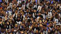 Sejumlah anak tampak antusias saat mengikuti pelatihan basket oleh Jr NBA di Cilandak Sports Center, Jakarta, Sabtu (24/3/2018). Jr NBA program pembinaan global memperkenalkan basket kepada anak-anak. (Bola.com/Asprilla Dwi Adha)