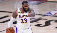Pebasket Los Angeles Lakers, LeBron James, melakukan selebrasi saat melawan Houston Rockets pada gim kelima semifinal wilayah barat, Minggu (13/9/2020). Lakers menang dengan skor 119-96. (AP Photo/Mark J. Terrill)