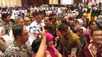 Capres nomor urut 01 Jokowi usai Jokowi dalam Dialog Silahturahmi Paslon Presiden dan Calon Presiden Bersama Komunitas Kesehatan di Jakarta.