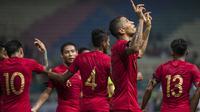 Striker Timnas Indonesia, Beto Goncalvez, merayakan gol yang dicetaknya ke gawang Myanmar pada laga persahabatan di Stadion Wibawa Mukti, Jawa Barat, Rabu (10/10). Indonesia menang 3-0 atas Myanmar(Bola.com/Vitalis Yogi Trisna)