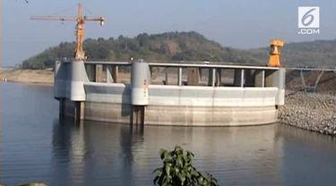 Waduk Jatiluhur, Jawa Barat mengalami penyusutan debit air lantaran kemaran panjang. Warga terancam krisis air untuk pertanian. Selain itu akan menghambat pasokan air bersih ke Jakarta.