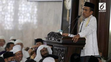Petinggi Persaudaraan Alumni 212 telah bertemu Uztaz Abdul Somad di Palembang. Menurutnya, Somad tak menyatakan sikap menolak atau menerima. Somad bahkan bersedia sebagai calon wakil presiden Prabowo Subianto asalkan...
