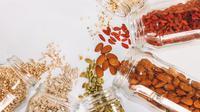 Ilustrasi camilan tinggi protein dan nutrisi (Photo by Maddi Bazzocco on Unsplash)