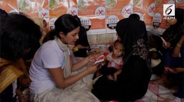 Priyanka Chopra menjalankan tugasnya sebagai Duta UNICEF untuk PBB. Baru-baru ini, Chopra mengunjungi kamp pengungsian Rohingnya di Bangladesh dan miris melihat keadaan di sana.