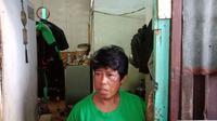 Komariyah masih belum percaya anaknya, Rizki Syaputra (10), meninggal saat antre sembako gratis di Monas.