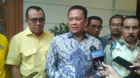 Wakil Koordinator Bidang (Wakorbid) Pratama Partai Golkar Bambang Soesatyo bertemu dengan BJ Habibie, Senin (15/7/2019).   (Merdeka.com/Ronald)