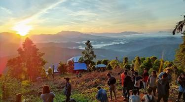 Matahari terbit di Puncak Dulamayo (Arfandi/Liputan6.com)