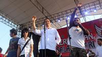 Jokowi dan Slank tampil di Stadion Pandaan, Boyolali, Sabtu (4/10/2014) (Liputan6.com/Reza Kuncoro)