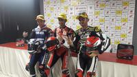 Andi Farid Izdihar (tengah) berhasil juara pada kelas 600cc pada Asia Road Racing Championship (ARRC), Minggu (14/10/2018)