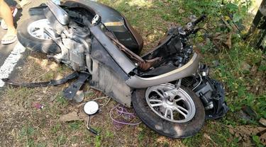Sebuah mobil Pajero yang dikendarai seorang remaja pecah dan dan menabrak tiga sepeda motor di Gunungkidul, 2 meninggal. (Foto: Liputan6.com/Hendro)