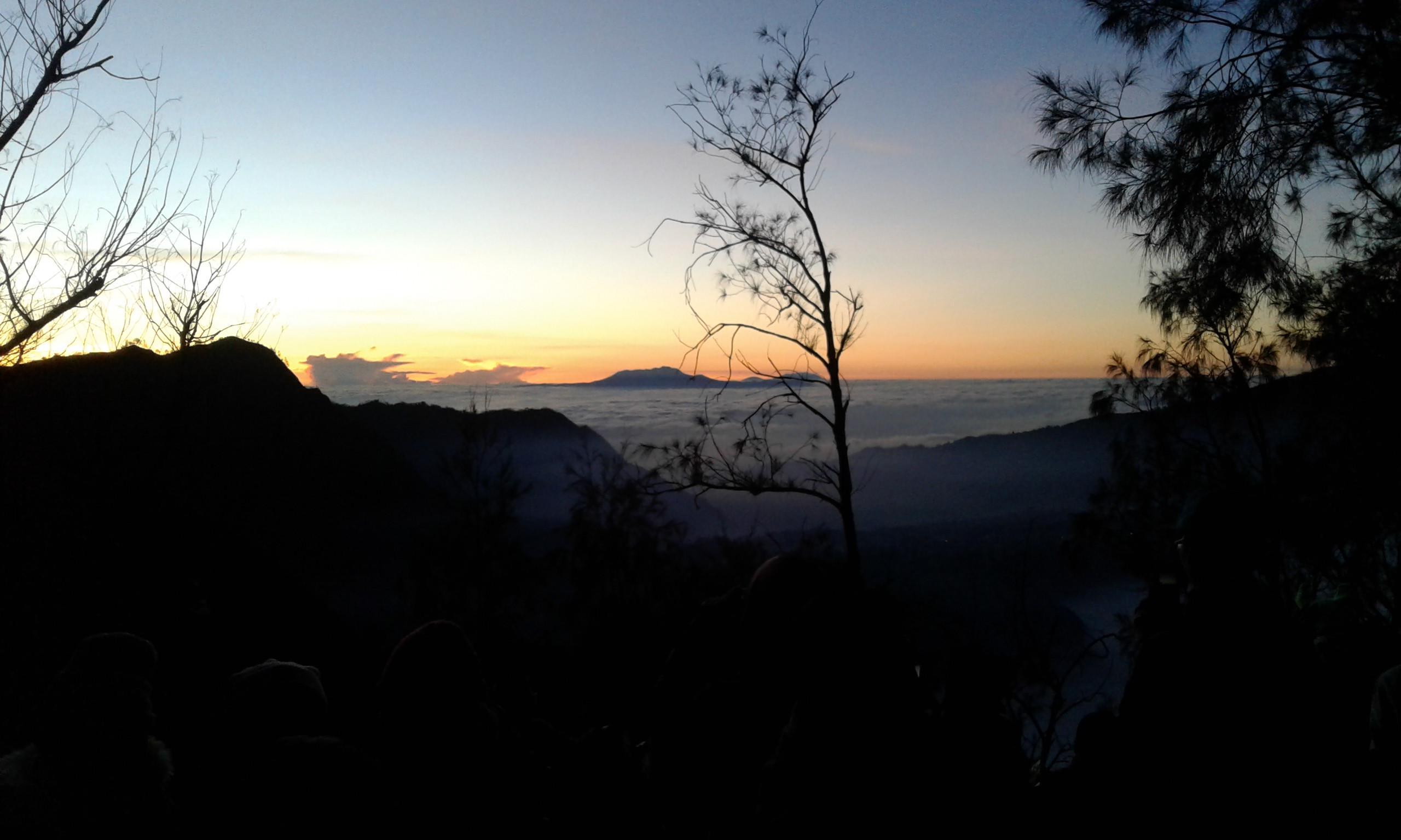 Pemandangan matahari terbit di kawasan Bromo (Liputan6.com / Harun Mahbub)