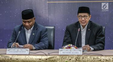 Menteri Agama Lukman Hakim (kanan) dan Ketua Komisi VIII DPR RI Ali Taher (kiri) saat keterangan pers Sidang Isbat 1 Syawal 1440 H di Kementerian Agama, Jakarta, Senin (03/6/2019). Berdasarkan hasil sidang Isbat, hari raya Idul Fitri jatuh pada Rabu, 5 Juni 2019. (Liputan6.com/Faizal Fanani)