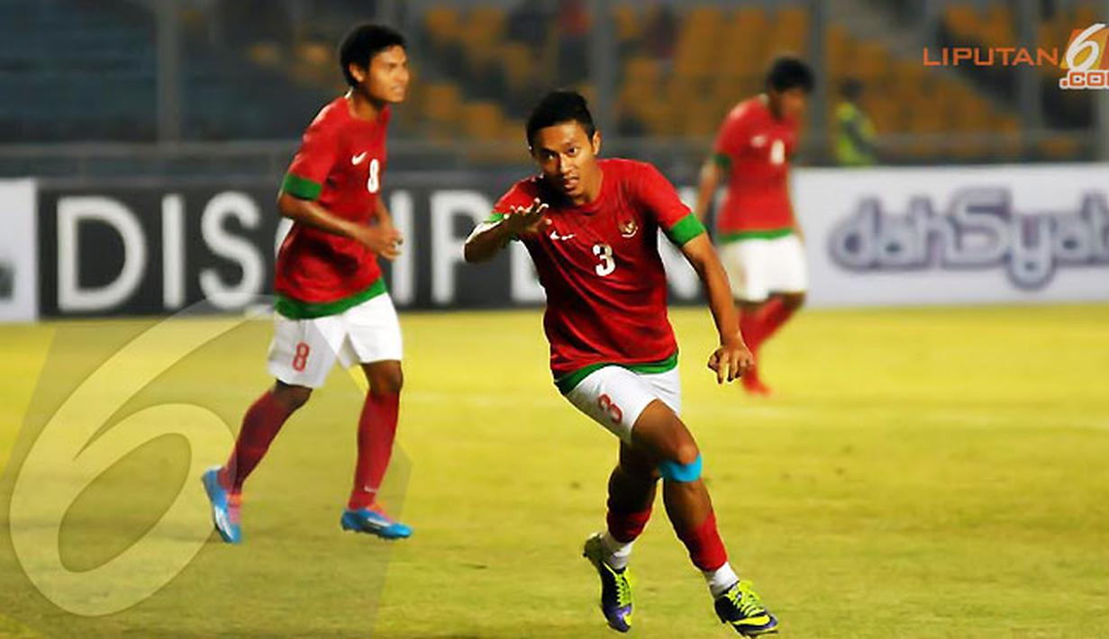 Dendi Santoso melakukan selebrasi usai mencetak gol ke gawang Maladewa (Liputan6.com/Helmi Fithriansyah)