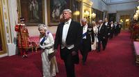 Presiden AS, Donald Trump bersama Pemimpin Monarki Britania Raya dan Persemakmuran, Ratu Elizabeth II memimpin delegasi jamuan dan makan malam kenegaraan di Istana Buckingham (4/6/2019) (POOL / AP PHOTO)