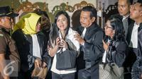 Jessica Kumala Wongso memberi keterangan pers usai sidang vonis di PN Jakpus, Kamis (27/10). Saat mendengar vonis hakim, tidak ada air mata yang menetes di pipi Jessica. (Liputan6.com/Faizal Fanani)