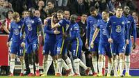 Dengan kemenangan tersebut Chelsea kembali ke puncak klasemen Premier League. The Blues mendapat 19 poin dari delapan laga. Unggul satu poin dari Liverpool di posisi kedua. (AP/Matt Dunham)