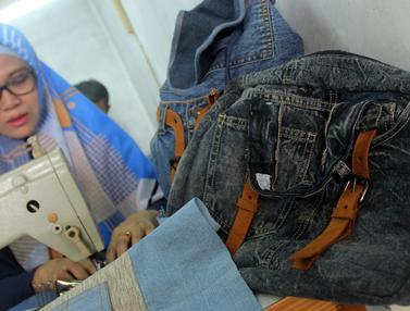 Intip Pembuatan Tas Cantik dari Celana Jeans Bekas