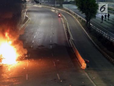Jalan Depan Gedung DPR Kembali Lumpuh
