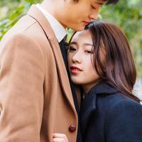 Mencintai dua orang./Copyright shutterstock.com/g/atiger