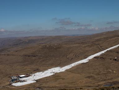 Area resor ski Afriski yang terletak di Pegunungan Maluti, Kerajaan Lesotho, Rabu (11/7). Lesotho sedang membangun dirinya sebagai tujuan olahraga musim dingin alternatif. (Marco Longari/AFP)