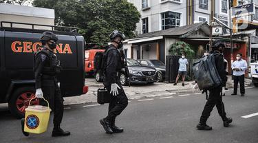 Tim Gegana Polri Amankan Barang Bukti di Rumah Milik Terduga Teroris