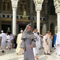 Krisdayanti adalah salah satu artis Indonesia yang selalu tampil glamor di berbagai kesempatan. Meskipun usianya sudah 43 tahun, namun gayanya tetap terlihat modis. (Foto: instagram.com/krisdayantilemos)