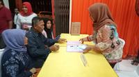 Pasangan Syamsuar Syam-Misliza mendaftar di KPU Kota Padang, Rabu (10/1/2018). (Liputan6.com/Surya Purnama)