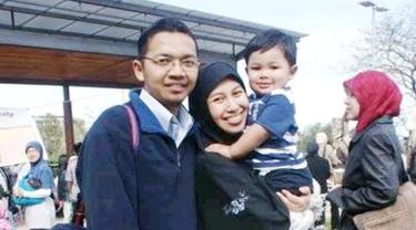 Dian Fajrina dan keluarga