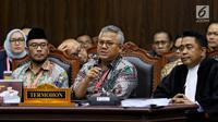 Pihak termohon yang juga Komisioner KPU RI Arief Budiman menyampaikan pendapat dalam sidang perdana sengketa Pilpres 2019 di Mahkamah Konstitusi, Jumat (14/6/2019). Sidang dengan agenda pembacaan materi gugatan dari pemohon, yaitu paslon 02 Prabowo Subianto-Sandiaga Uno. (Lputan6.com/Johan Tallo)
