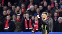 Striker Juventus, Cristiano Ronaldo, melakukan selebrasi usai membobol gawang Ajax Amsterdam pada laga Liga Champions di Stadion Johan Cruyff, Rabu (10/4). Kedua tim bermain imbang 1-1. (AP/Martin Meissner)