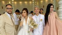 Kim Kurniawan dan Elisabeth Novia menikah (Sumber: Instagram/angelypeggy)