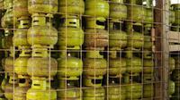 Tumpukan gas subsidi di salah satu agen di wilayah Priangan Timur siap dipasarkan bagi masyarakat (Liputan6.com/Jayadi Supriadin)