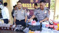 Total tujuh warga Sukabumi tewas setelah menenggak miras oplosan. (Liputan6.com/Mulvi Mohammad)