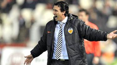 Valencia's coach Unai Emery during UEFA cup match against Dinamo Kiev at Mestalla Stadium in Valencia, on February, 26 2009. The match ended in a 2-2 draw. AFP PHOTO/DIEGO TUSON