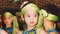 Wajah cantik IU sudah terlihat sejak ia kecil. (Liputan6.com/IG/@dlwlrma)