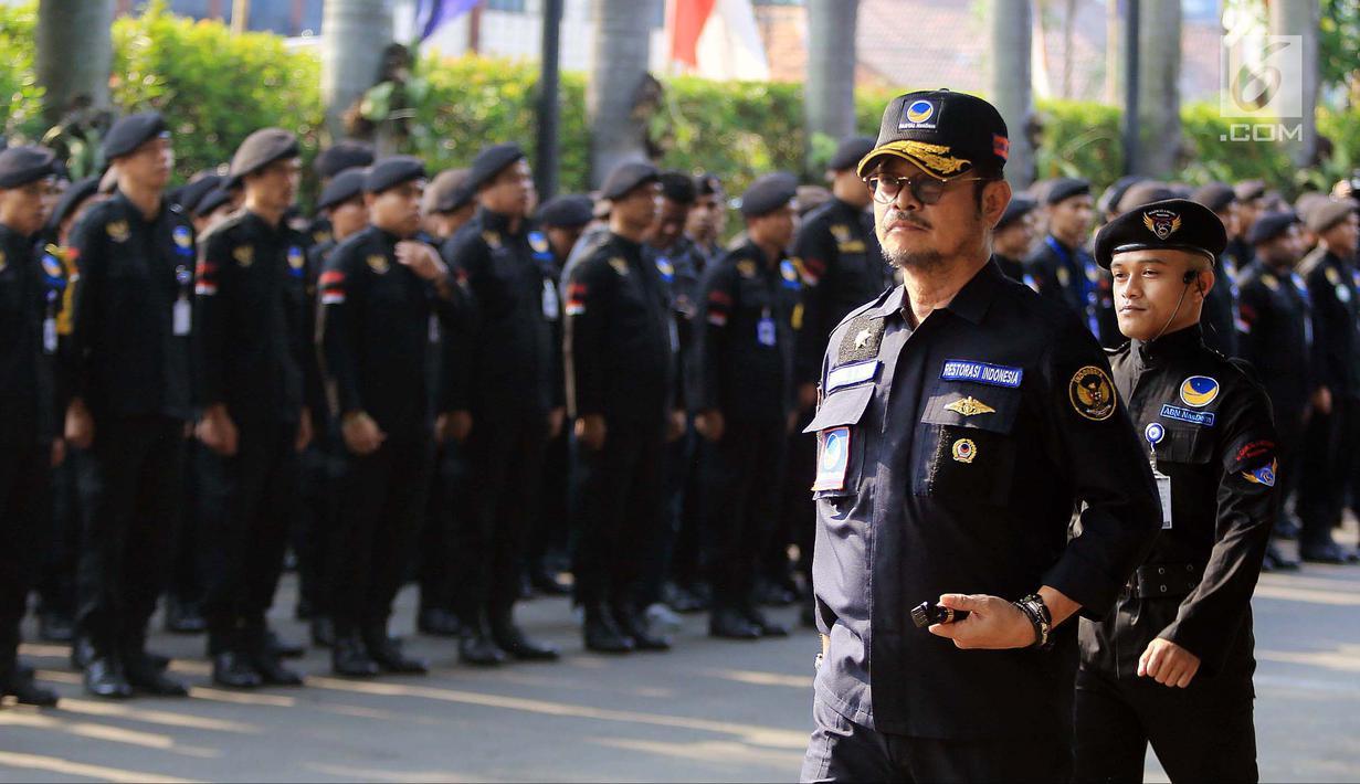 Ketua DPP Partai NasDem Bidang Otda Syahrul Yasin Limpo memimpin upacara peringatan Hari Kesaktian Pancasila di DPP Partai NasDem, Jakarta, Senin (1/10). Upacara ini bertujuan mengenang jasa pahlawan revolusi. (Liputan6.com/Herman Zakharia)