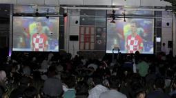 Dua layar besar saat nobar final Piala Dunia di Hotel Novotel, Tangerang, Minggu, (15/6/2018). Prancis menjadi juara Piala Dunia 2018 usai mengalahkan Kroasia 4-2. (Bola.com/M Iqbal Ichsan)