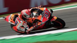 Pebalap Repsol Honda, Marc Marquez, saat beraksi pada MotoGP Belanda di Sirkuit Assen, Belanda, Minggu (30/6/2019). Vinales sukses menjadi juara dengan catatan waktu 40 menit 55,415 detik. (AP//Peter Dejong)