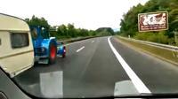 Jalan bebas hambatan Autobahn secara resmi memang tidak memiliki batas atas kecepatan, maka traktor inipun melesat cepat.
