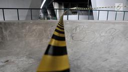 Garis pembatas terpasang di arena atau trek Skatepark Slipi, Jakarta, Minggu (16/6/2019). Skatepark tersebut selesai dibangun pada Januari 2019 dengan anggaran Rp 800 juta dan telah mengalami perbaikan selama dua kali. (merdeka.com/Iqbal S. Nugroho)
