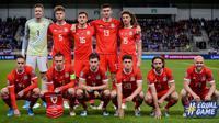 Kali ini Timnas Wales menunjukkan pose asimetris antara barisan depan dan barisan belakangnya ketika Kualifikasi Euro 2020 melawan Timnas Slovakia. Barisan belakangnya terkesan terlalu ke kiri dan membuat ruang kosong yang cukup lebar pada bagian kanannya. (Foto: AFP/Vladimir Simicek)