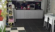 Jika pemilik mau berkreasi, dapur dengan konsep ini bisa diatur sesuai keinginan bahkan bisa tampil lebih cantik daripada dapur di dalam rumah.