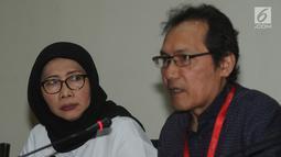 Wakil Ketua KPK Saut Situmorang dan Dirjen PAS, Sri Puguh Budi Utami memberikan keterangan usai rapat koordinasi di Gedung KPK, Jakarta, Selasa (19/3). Dirjen PAS menemui pimpinan KPK untuk berkoordinasi tentang tata kelola lapas (merdeka.com/Dwi Narwoko)