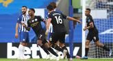 Penyerang Manchester City Raheem Sterling (kedua kiri) merayakan gol yang dicetaknya ke gawang Brighton and Hove Albion pada Pekan ke-35 Liga Inggris di stadion The American Express, Minggu (12/7/2020). Manchester City berpesta gol di markas Brighton. (Julian Finney/Pool via AP)